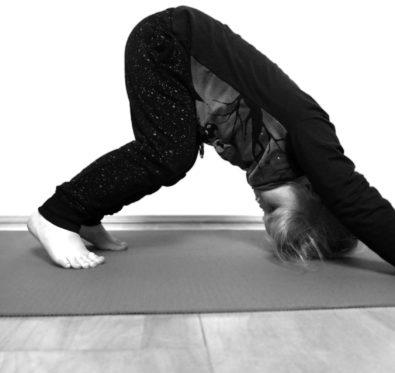 zweitoechter-mit-yoga-die-kinder-ins-bett-bringen