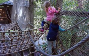 Kletter-Parcours mit Netzen
