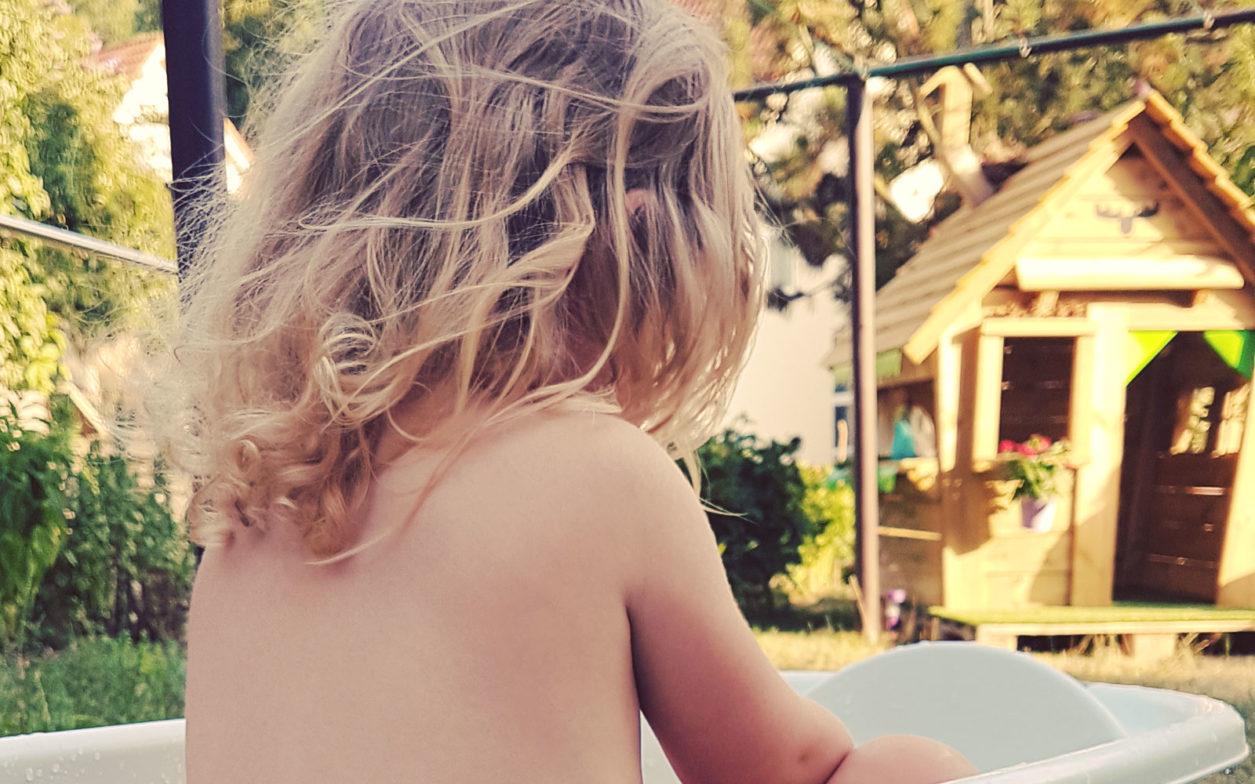 Den Sommer im Garten mit einem Spielhaus genießen